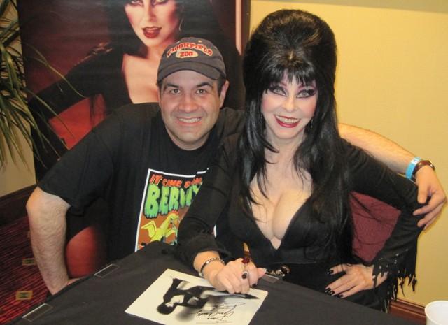 Elvira Dave Fuentes at Horrorhound Weekend