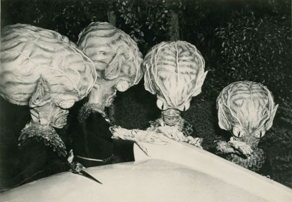 invasion_of_saucer_men_01