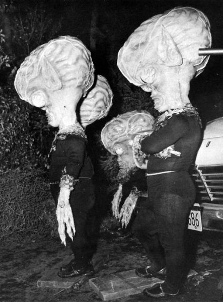 photo-invasion-of-the-saucer-men-1957-5