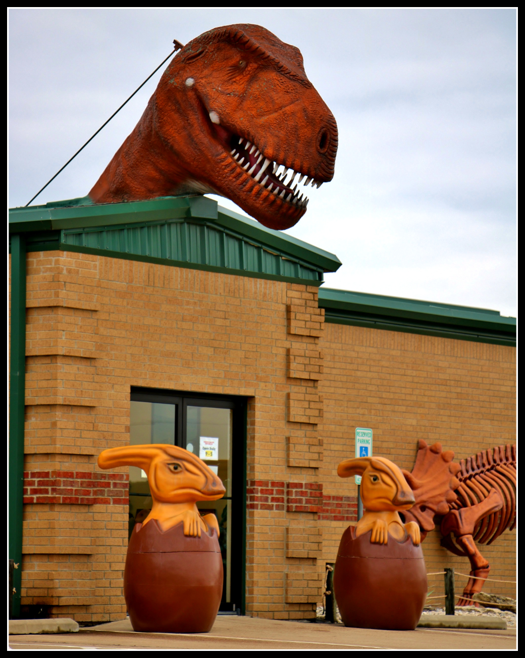 dinosaur-world-door & Dinosaur World\u201d in Glen Rose Texas: Fakey but Fun! | Terror from ... Pezcame.Com